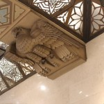天井 鷲レリーフ